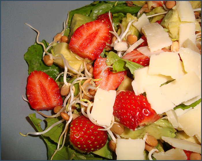 strawberry-and-avo-salad-4