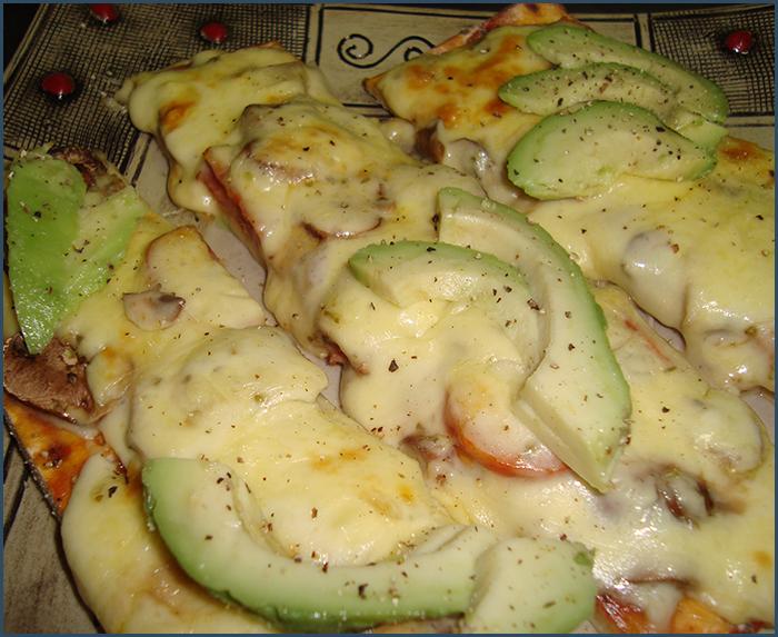 chorizo-and-avo-pizza-2