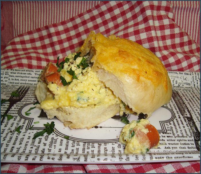 scrambled-egg-breakfast-bun-1