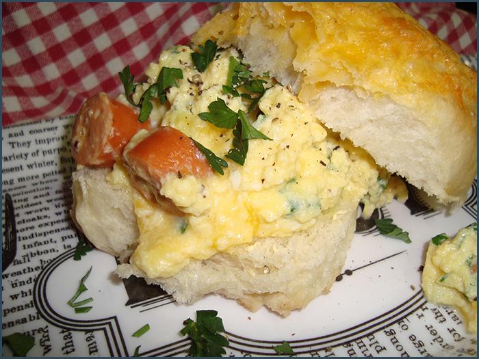 scrambled-egg-breakfast-bun-2