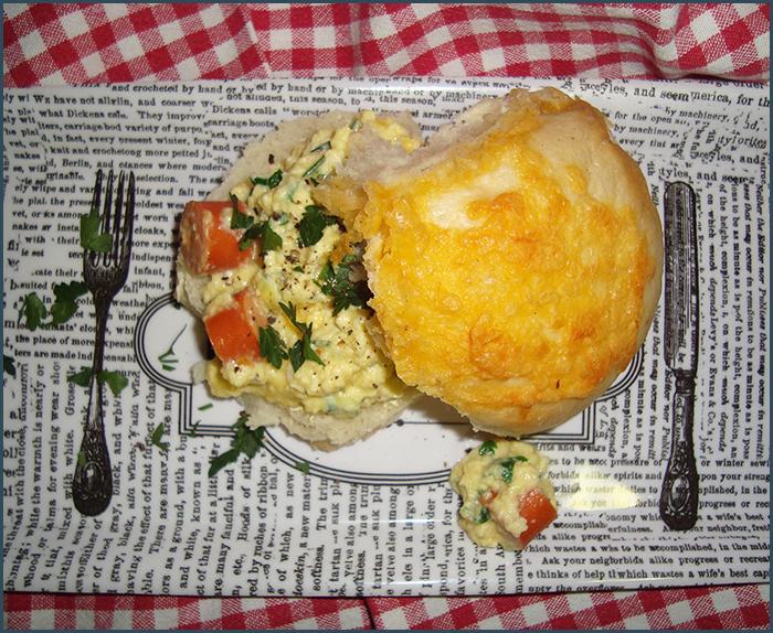 scrambled-egg-breakfast-bun-3