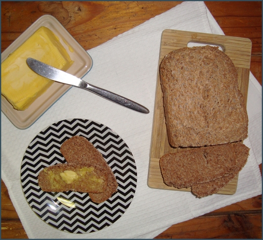 compact-brown-bread