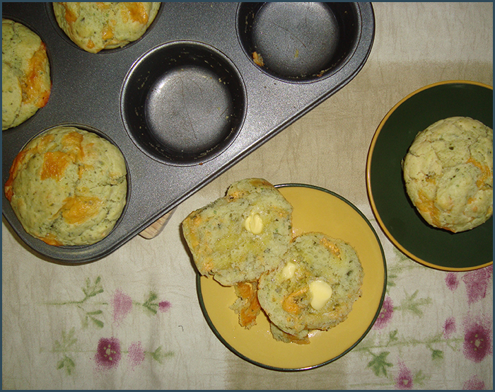 cheddar-and-basil-pesto-muffins-2