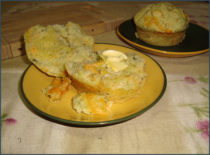 cheddar-and-basil-pesto-muffins-3