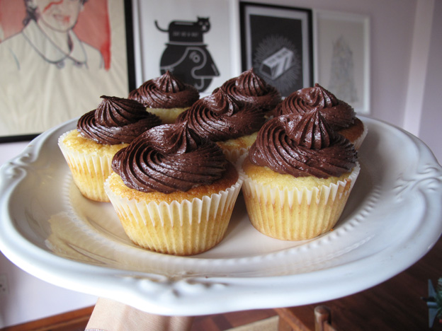 boston-cream-cupcake-6
