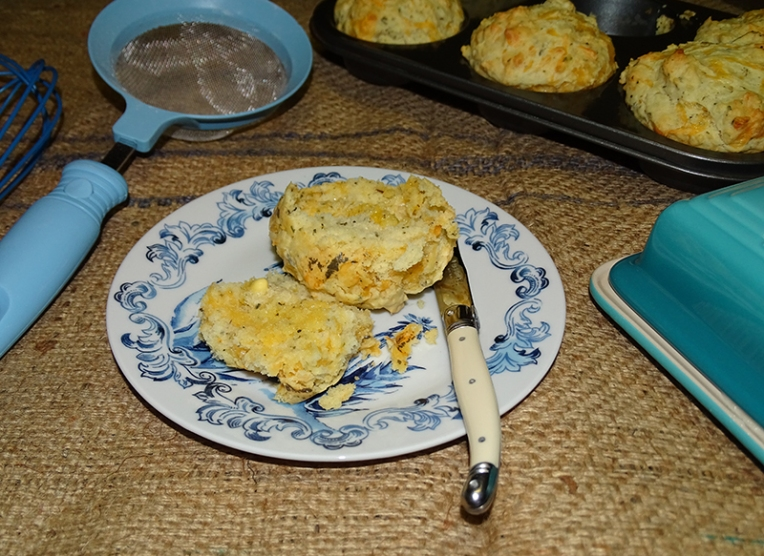 cheese-and-herb-muffins-4