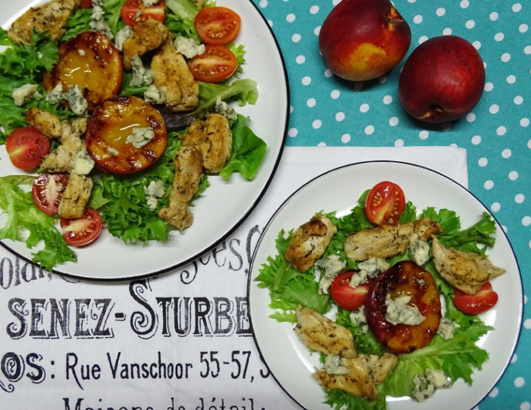 grilled-nectarine-and-chicken-salad-with-blue-cheese-1
