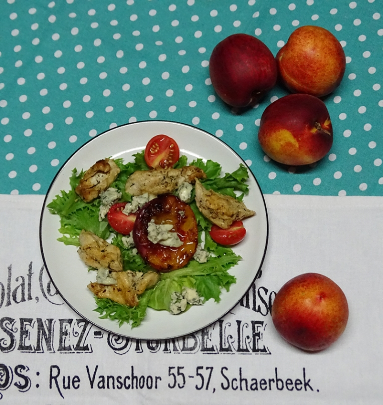 grilled-nectarine-and-chicken-salad-with-blue-cheese-2