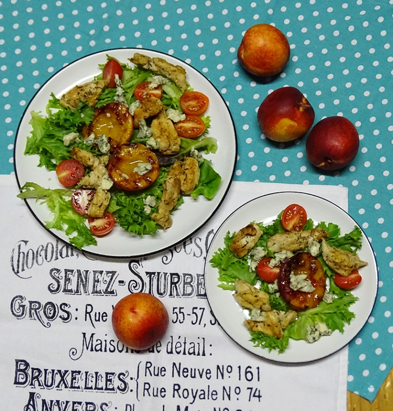 grilled-nectarine-and-chicken-salad-with-blue-cheese-4