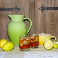 Rooibos iced tea with lemon and honey