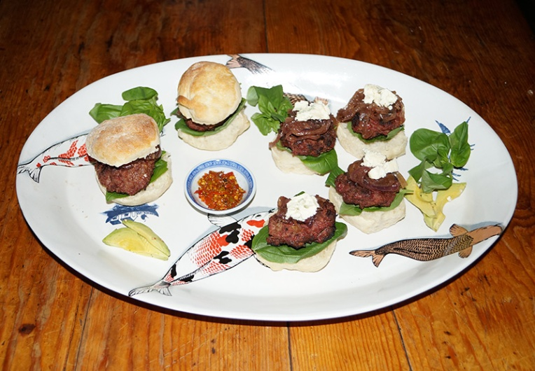 beef-sliders-with-caramelized-onions-and-blue-cheese-4