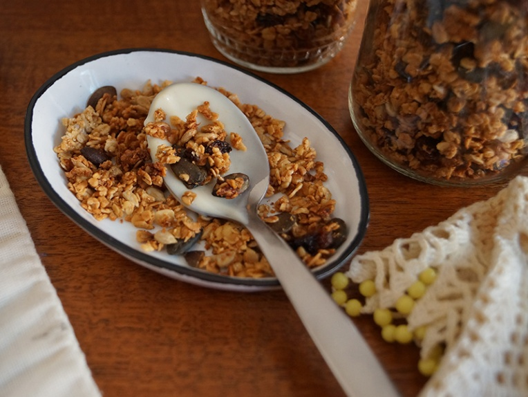 honey-granola-with-sunflower-and-pumpkin-seeds-2