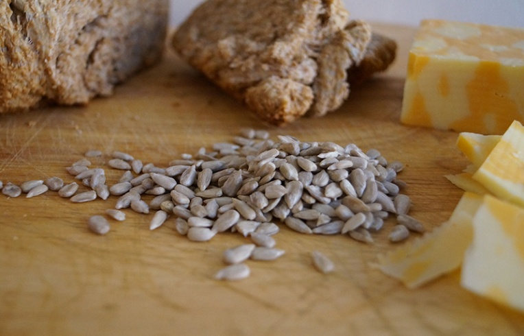 wheat-bread-with-sunflower-seeds-3
