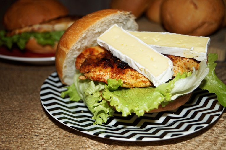 chicken-tikka-burger-with-camembert-1