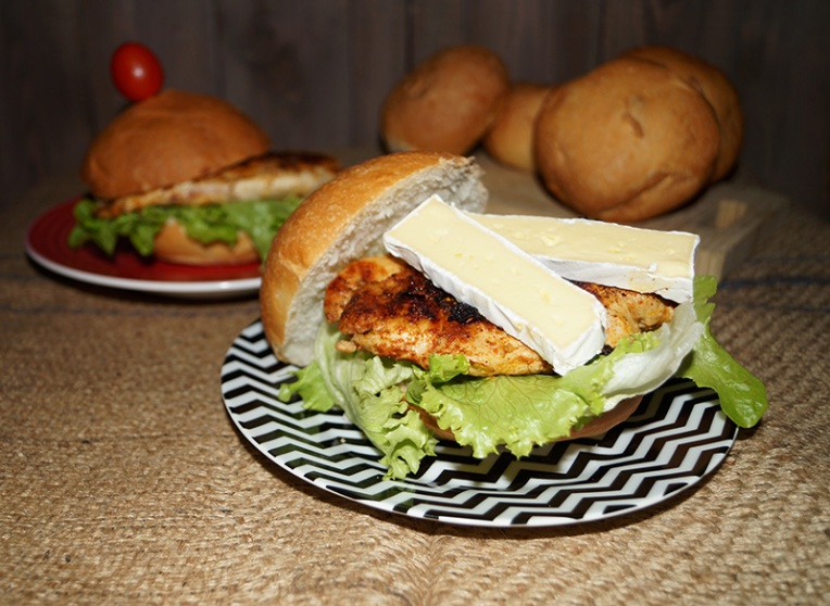 chicken-tikka-burger-with-camembert-3