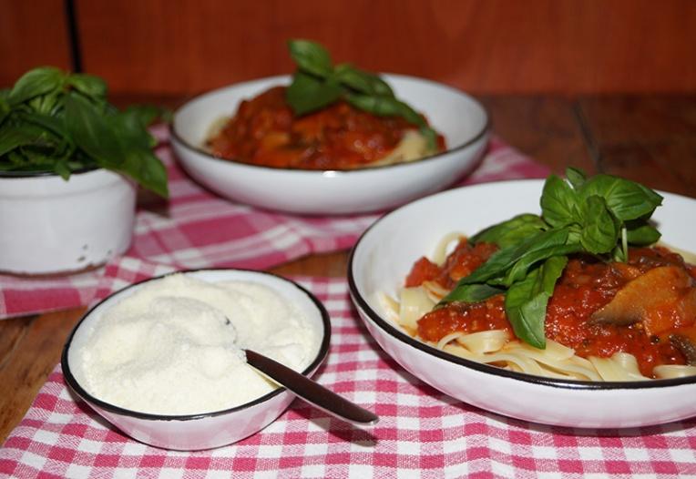 fettuccini-with-mushroom-and-tomato-sauce-1