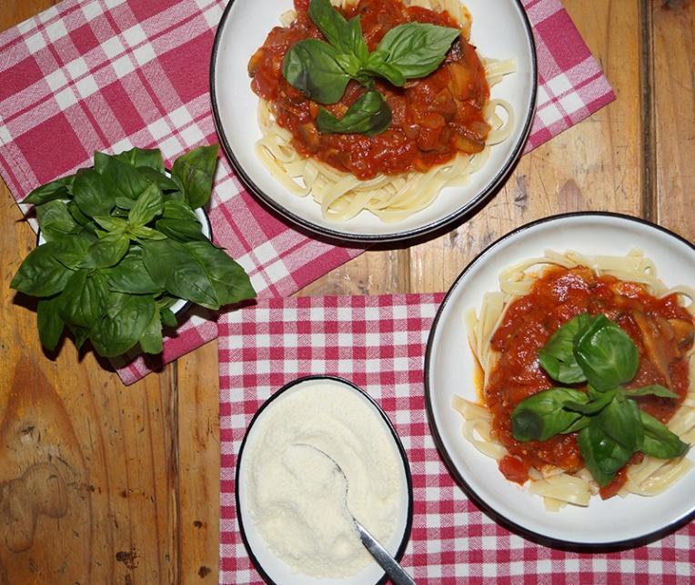 fettuccini-with-mushroom-and-tomato-sauce-2