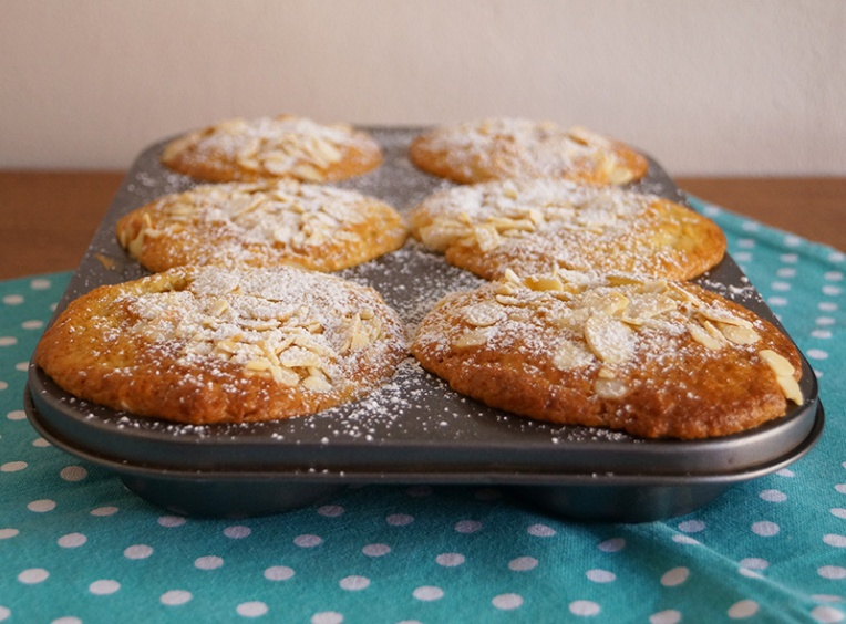 peach-and-almond-muffins-1