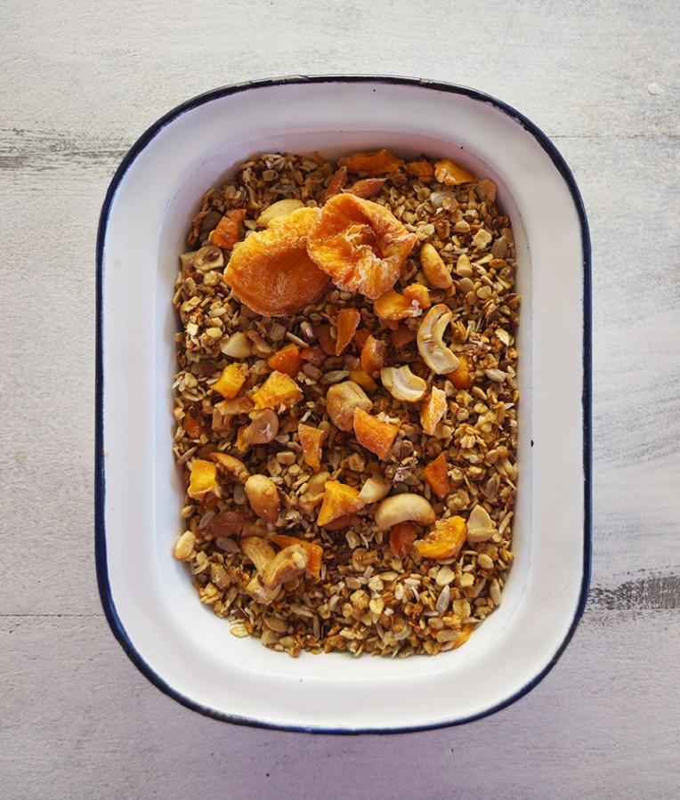 peach-and-cashew-granola-1