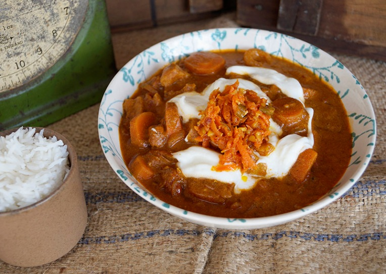 chicken masala with onions and carrots 1