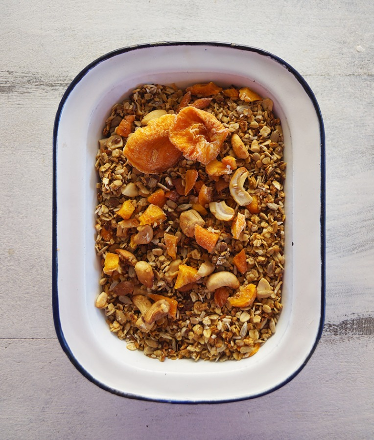 peach-and-cashew-granola-1