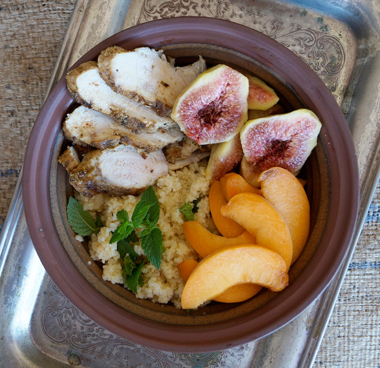 Couscous and chicken salad with figs and peaches 1