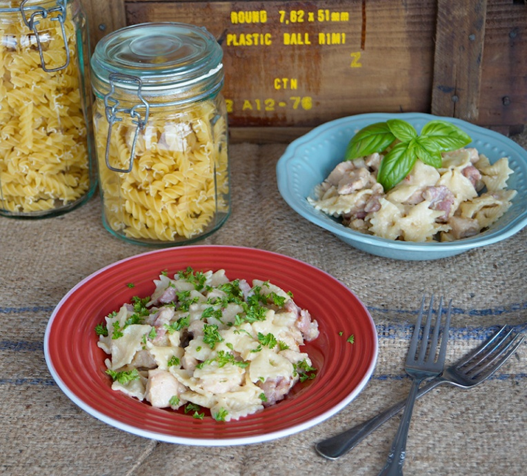 Farfalle with chicken and creamy bacon sauce 1